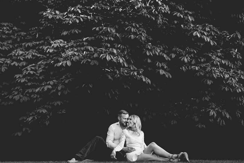 couple in love hugging, that amazing place, sam and louise photography